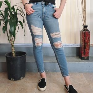 Hollister High Rise Cropped Jeans (rare)